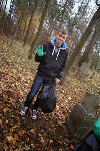Praca na cmentarzu